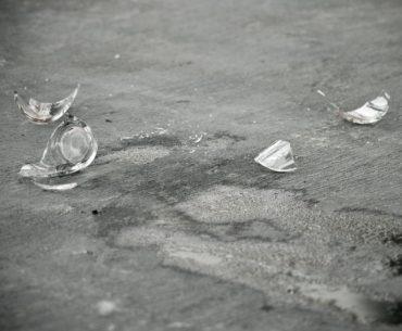 Can you vacuum broken glass.
