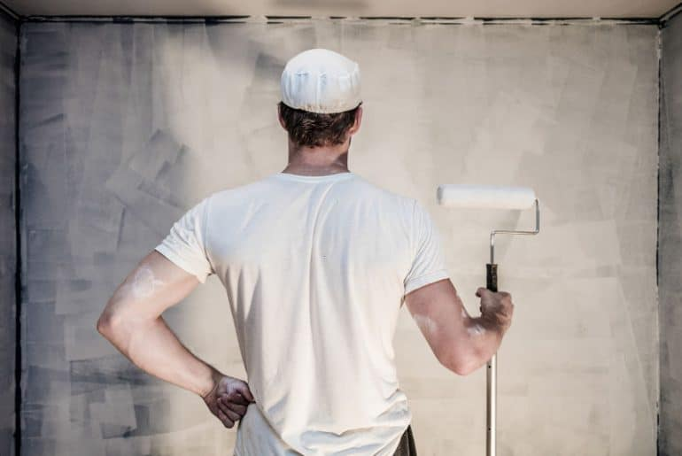 How long should you wait between primer and paint.