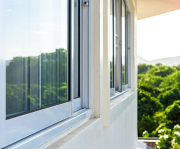 How to clean the tracks if you have a sliding window.