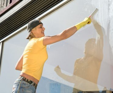 How to clean high windows step by step.