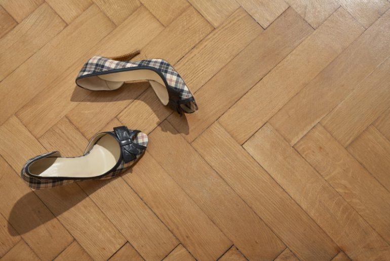 Tips for quieting noisy heels. Stop clicking heels.
