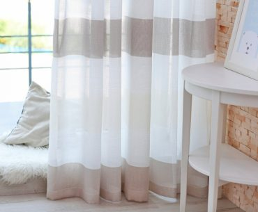 How to make a room look bigger with curtains.