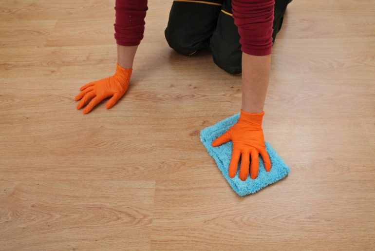 Best laminate floor cleaners. Laminate cleaning solutions.