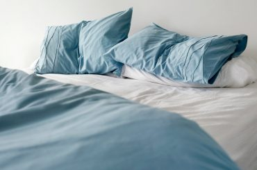 Microfiber bed sheets pros and cons.