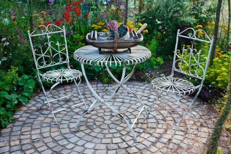How to remove rust from metal furniture. Clean your rusty patio chairs.