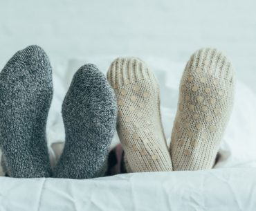 How to get warm in bed. How to warm up your feet.