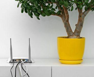 Can Wi-Fi signal travel through walls?