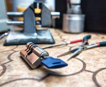 Fixing a door lock cylinder.