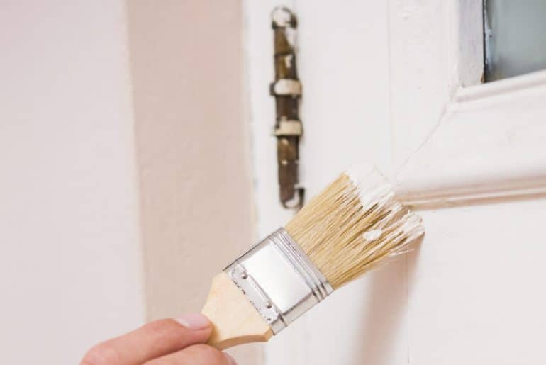 How to paint around door hinges. Protecting the hinges.