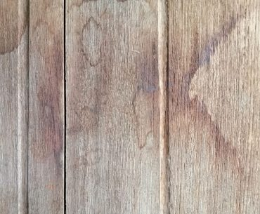 Dark water stains in wood: How to remove them.