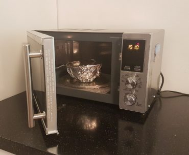 Can you put aluminum foil in the microwave?