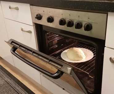 Putting a ceramic plate in the oven: Can you do it?