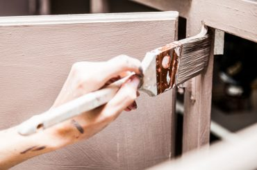 Priming wooden cabinets: How many coats to apply?