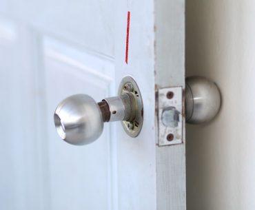 A damaged doorknob that will soon fall off.