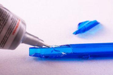 Bonding plastic with super glue.